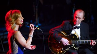 Andy on stage with Liza Pulman